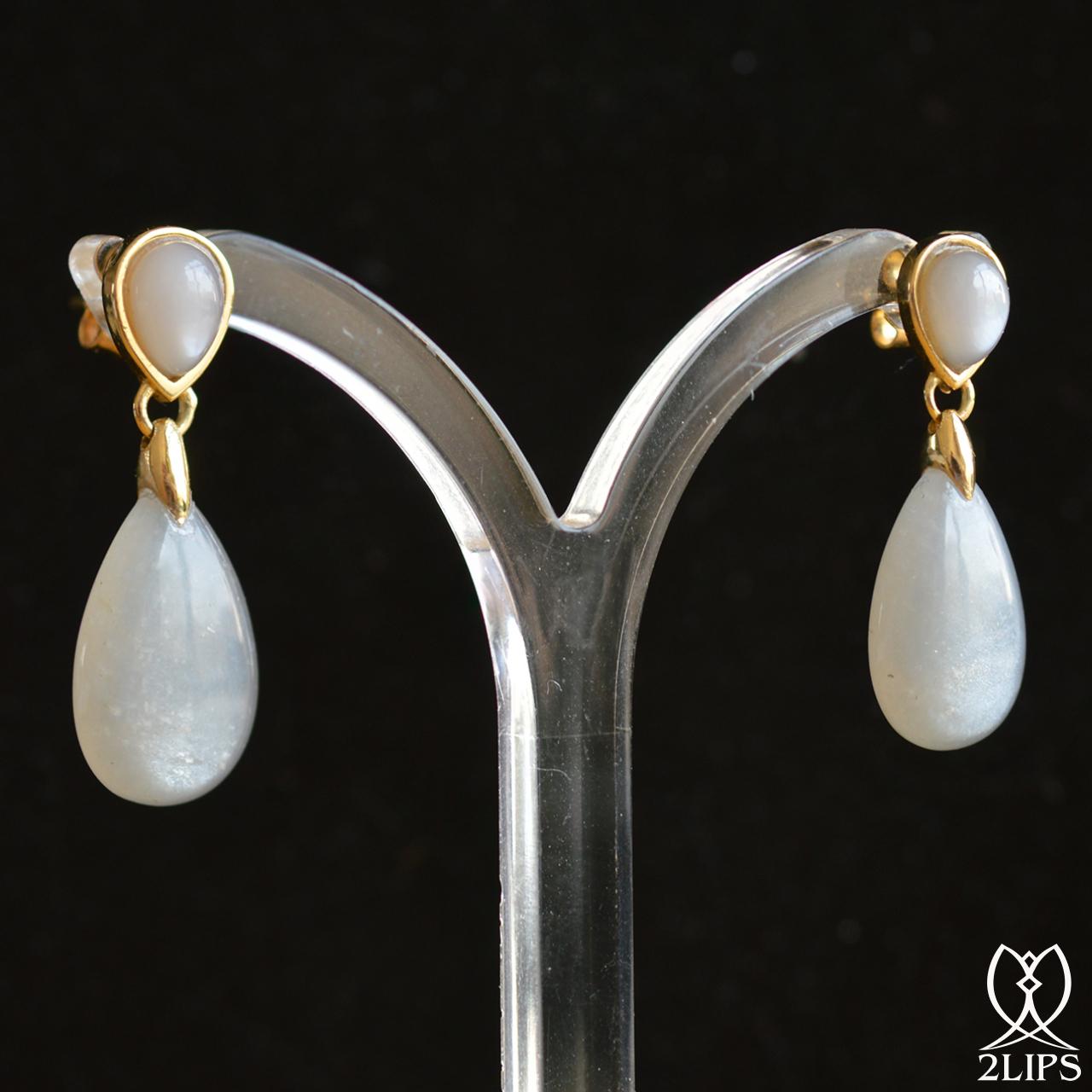 18k-goud-2lips-colours-oorbellen-licht-grijze-maansteen-designer-david-aardewerk-juwelier