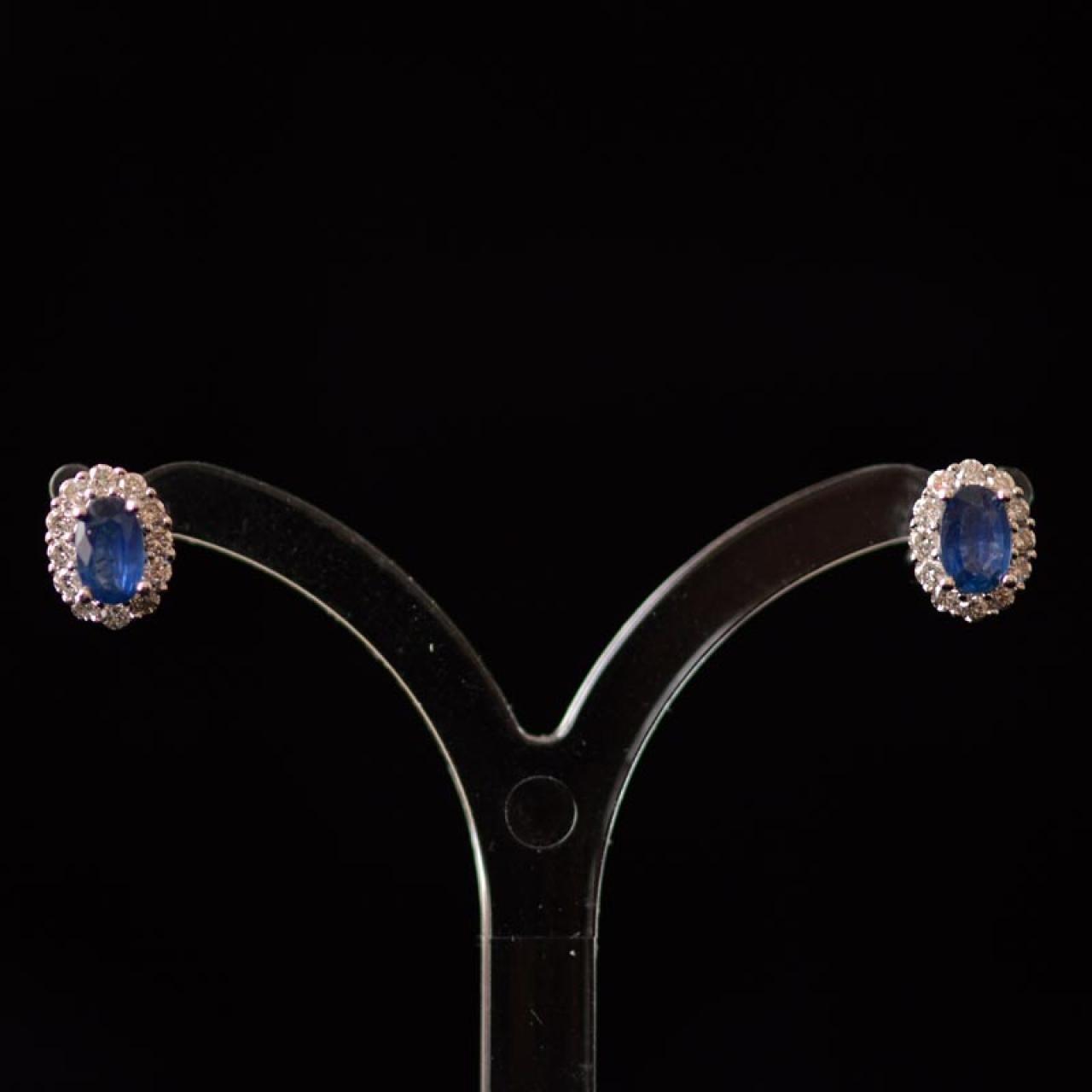 Saffier en diamant oorbellen