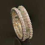 wit-gouden-alliance-ring-met-briljant-baguette-geslepen-diamanten