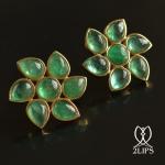 2lips-flower-tulp-smaragd-oorbellen-oorstekers-ontwerper-david-aardewerk-juwelier-18k-goud-keukenhof-dutch