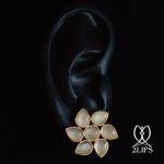 2lips-flower-tulp-maansteen-oorbellen-oorstekers-ontwerper-david-aardewerk-juwelier-18k-goud-keukenhof-dutch-design