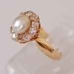 natuurlijke-bouton-vormige-parel-ring-gezet-met-10-briljant-geslepen-diamanten