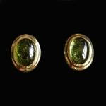 14-karaat-geelgouden-oorstekers-met-twee-cabochon-geslepen-groene-toermalijnen
