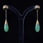 een-stel-gouden-met-jade-oorhangers
