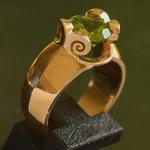 18-karaat-gouden-peridoot-ring-modern-maroeska-metz-dutch-design-heelhollandbakt